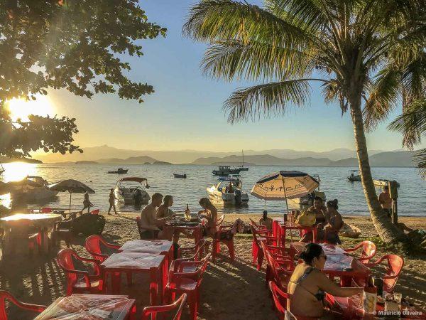 Restaurante Peixe com Banana na Praia de Maguariquessaba, em Ilha Grande - RJ